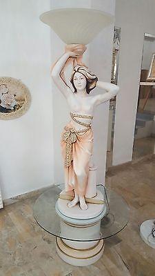 Attento Statua Scultura In Ceramica Donna Con Base Colonna E Porta Lampada 1 Luce