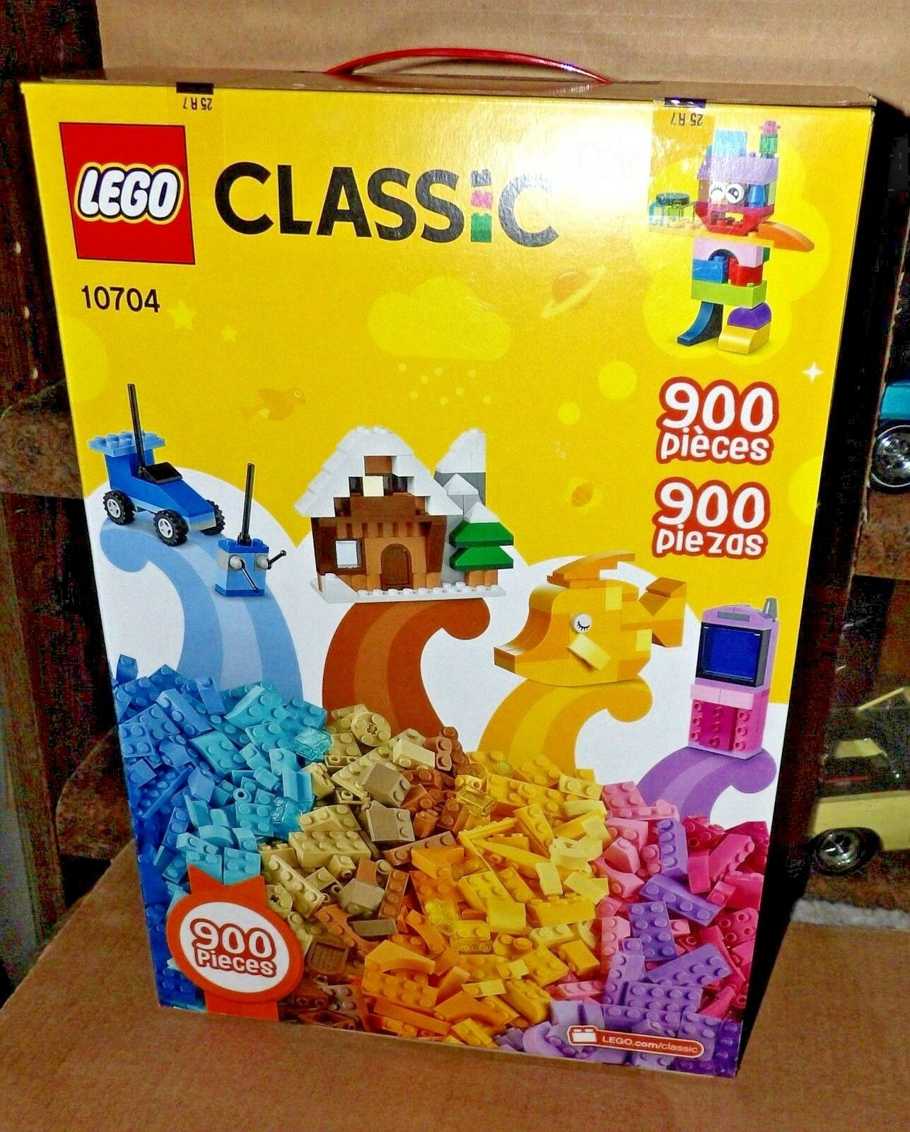 900 LEGO Classic Creative Box 10704 holiday gift New in Box