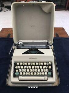 Vintage 1967 Olympia Deluxe SM9 Typewriter w/ Case Serial# 3322489,Works