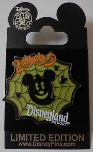 Disney-DLR-Halloween-2009-Mickey-Spinne-Web-Geist-Uberraschung-Pin-Le-500