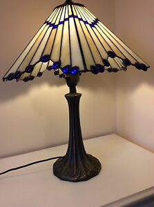 Tiffany style table lamp glass shade heavy bronze type Types of table lamps