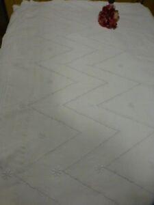grand-et-beau-drap-de-lit-metis-brode-main-utilisation-ou-futur-rideau-isolant