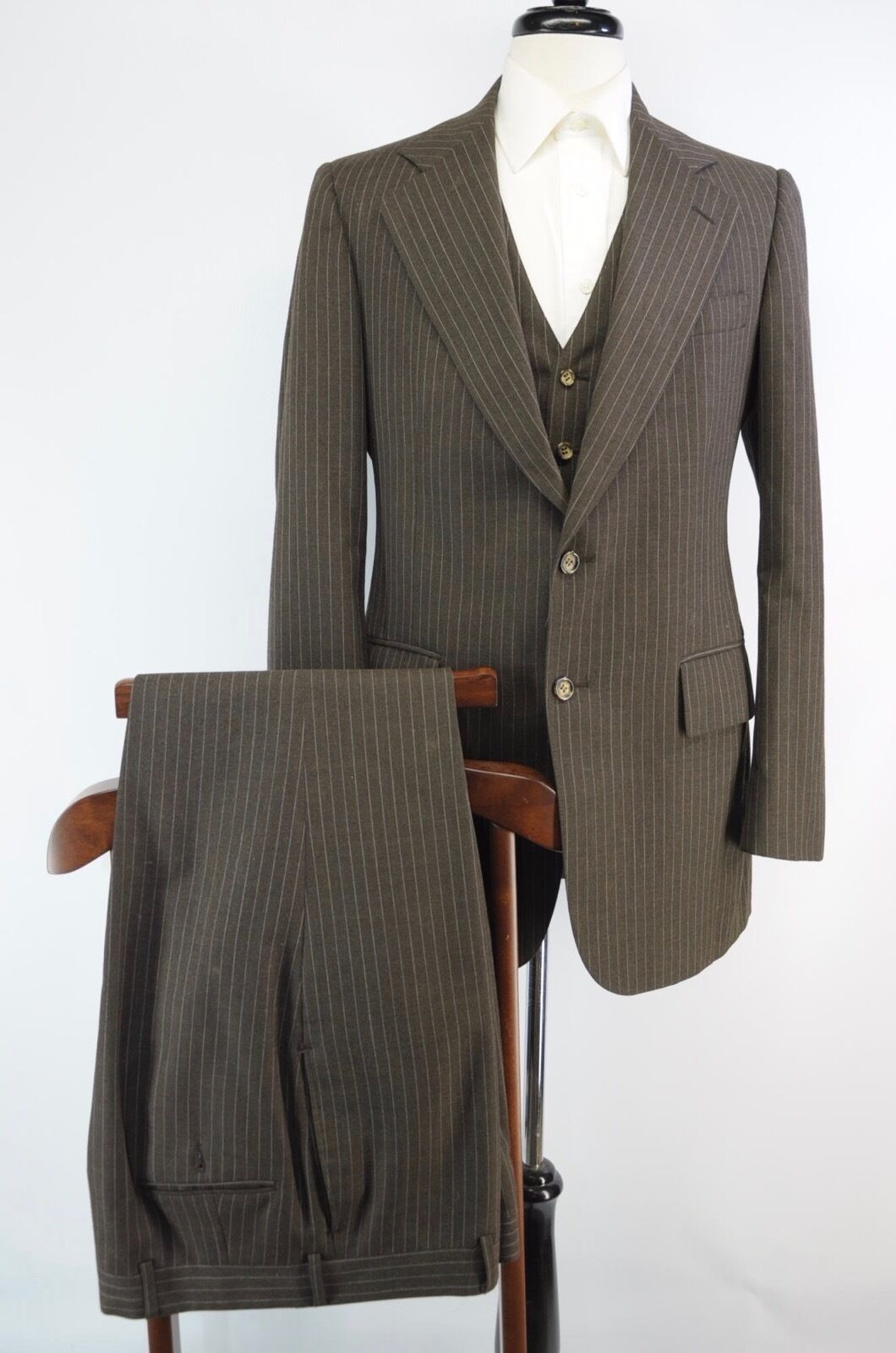 Vintage 3 Piece Chocolate Braun Pinstripe Wool Suit Made in USA 39L 33W 34L