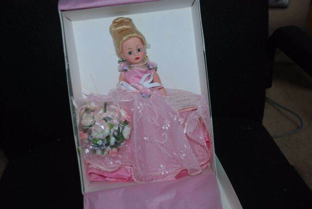 New NRFB Beauty Queen 10/'/' Madame Alexander Doll