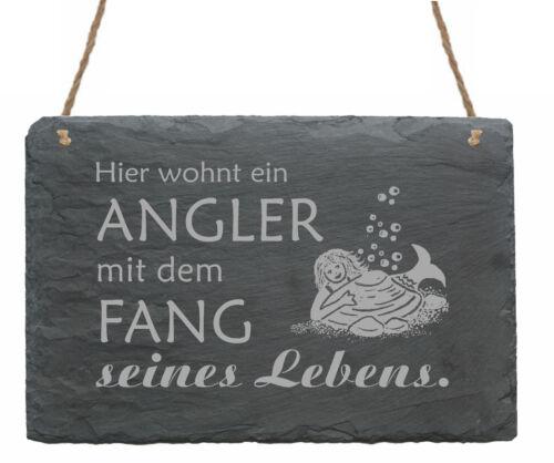 Schiefertafel « HIER WOHNT EIN ANGLER MIT DEM FANG SEINES LEBENS » Schild Nixe