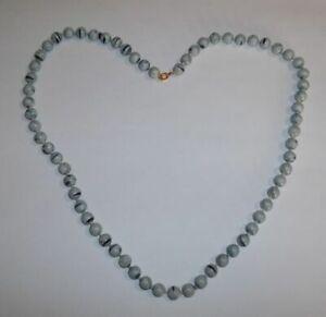 Vintage-White-amp-Splash-Of-Blue-Plastic-Beaded-23-034-Necklace