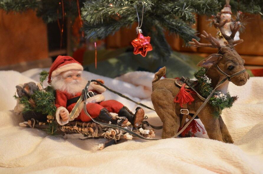 2  Weihnachtsmann mit Rentier von No-Tua-Lyke  Unikat