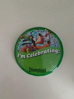 "Disneyland 3/"" I/'M CELEBRATING Button Pin Goofy Disney Parks Souvenir DLR NEW"