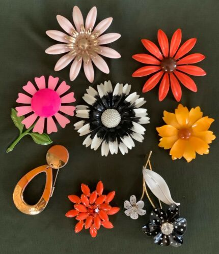 Vintage Lot of Eight Retro 50's-60's Flower Pins,