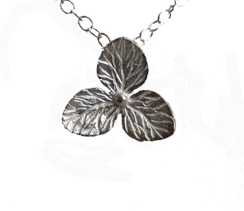 925 Sterling Siver Three Petal Flower Pendant on Sterling Silver Chain P2344
