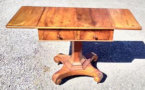 Magnifique petite table de jeu en Acajou style Napoleon III avec 2 tiroirs