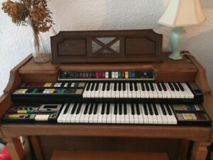 Lowrey-Holiday-Electronic-Organ-TLOE-SA-50-Collection-Only-Serial-No-814069
