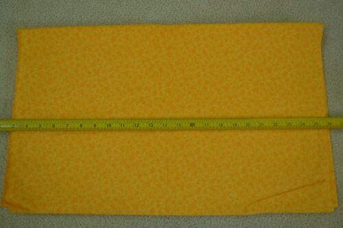 """By-the-Half-Yard Lt-Orange /& Golden-Yellow on Quilter/'s Cotton M5574 45/"""" Wide"""
