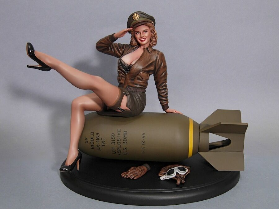 WWII PINUP BOMBER BELLE 1 8 SCALE RESIN KIT (DAVID WHITFORD SCULP)