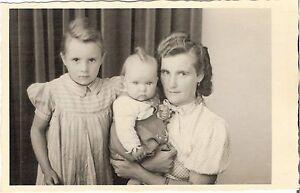 Foto-AK-Feine-Dame-mit-Kindern