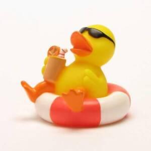 Patito-de-bano-Pato-en-la-llanta-de-natacion-Patito-de-goma