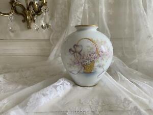 Vase en porcelaine de Limoges de 16 cm de hauteur.