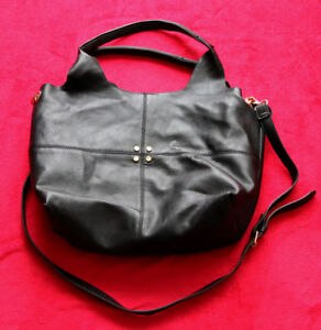 Handtasche-mit-Doppelfach-und-Details-ansehen-lesen