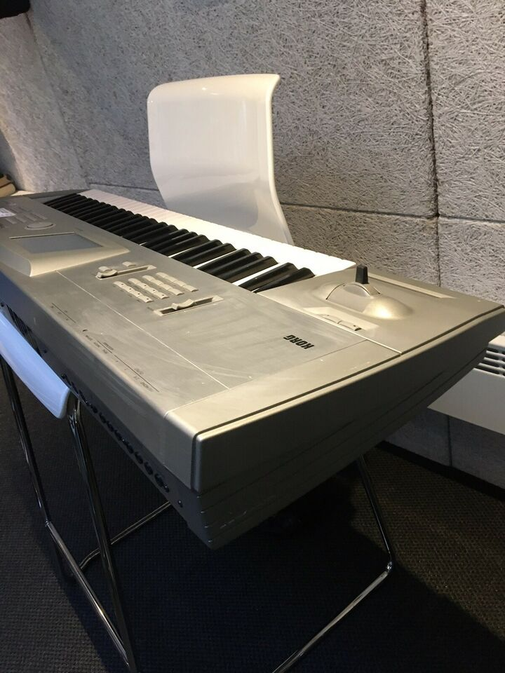 Synthesizer, KORG TRINITY