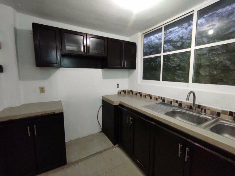 Se vende casa remodelada en Real del Bosque