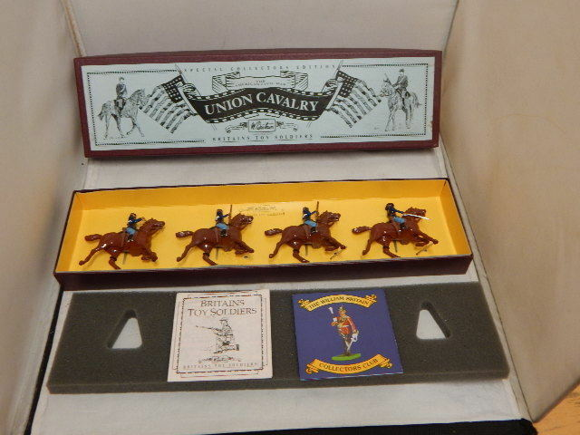 BRITAINS 8854 UNION CAVALRY AMERICAN CIVIL WAR MOUNTED METAL SOLDIER SET  MIB