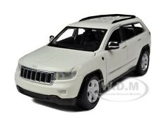 2011 JEEP GRAND CHEROKEE WHITE 1/24 DIECAST CAR MODEL BY MAISTO 31205