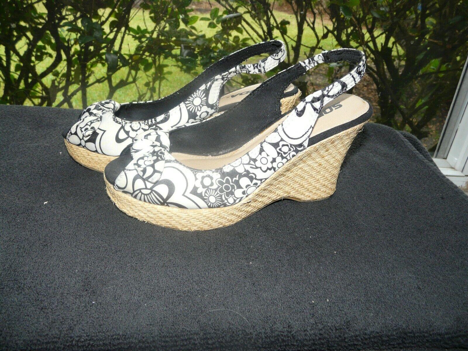Peep Toe, Black & & & White Wedge Slingbacks by SodaWomen's Size 7.5 medium 909c14