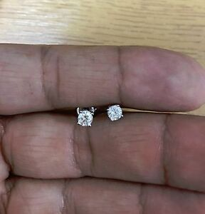 Stunning 0.50ct 18k white gold diamond solitaire stud earrings ... 88ff92f1ca