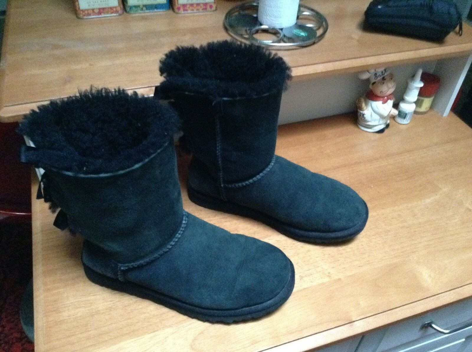 Boot with bows black, size 6' medium length, excellent condition,