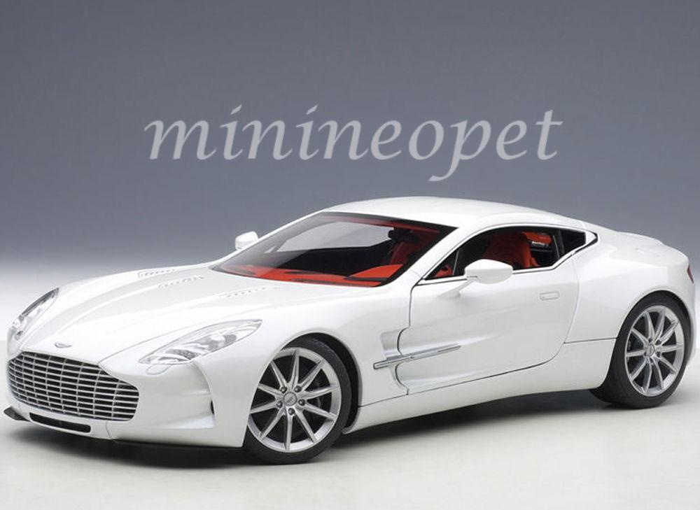Autoaart 70244 Aston Martin One 77 1 18 Diecast Voiture Modèle Morning Frost blanc