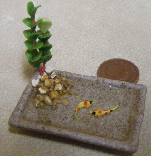 1:12 escala oblongo estanque con 2 carpas Koi De Cerámica Casa De Muñecas Accesorio de jardín