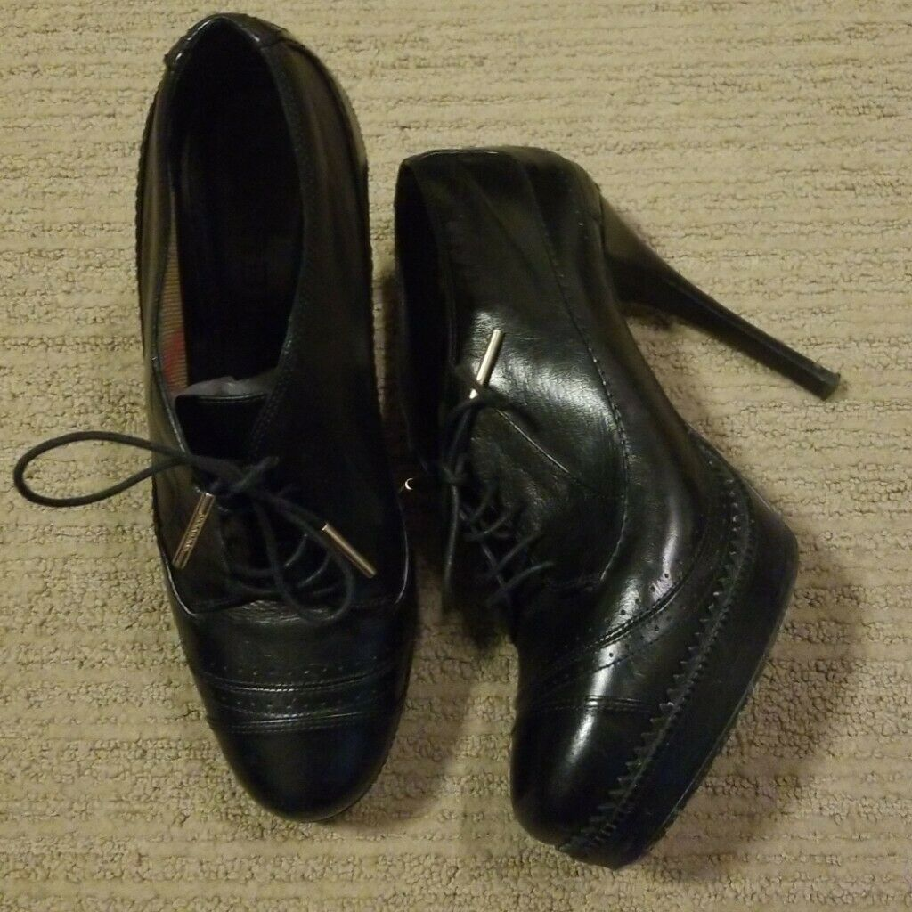 Burberry Heddington Women's black ankle booties sz. 39