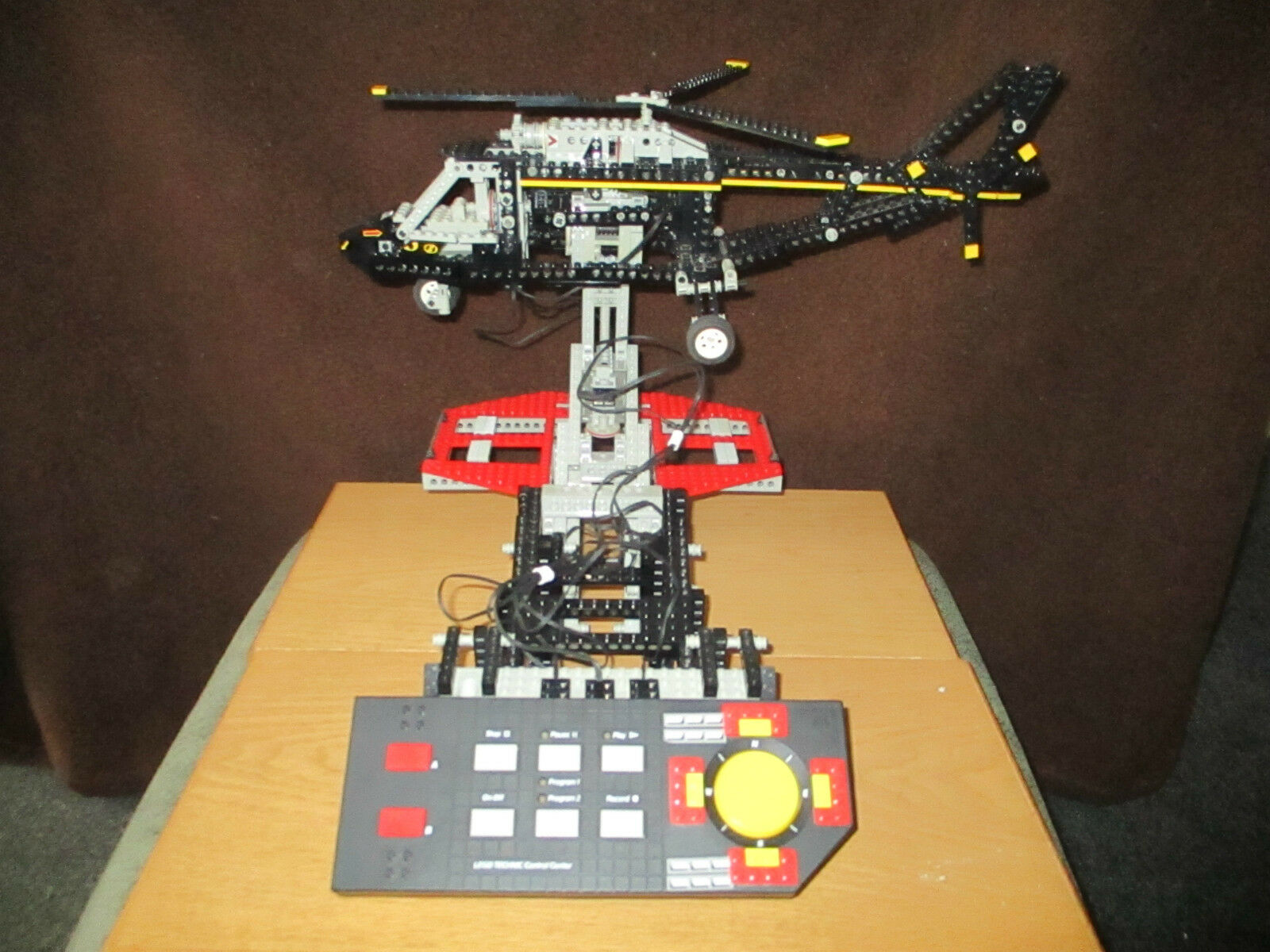 LEGO TECHNIC Control Center Nº 8485 avec hélicoptère de 1995