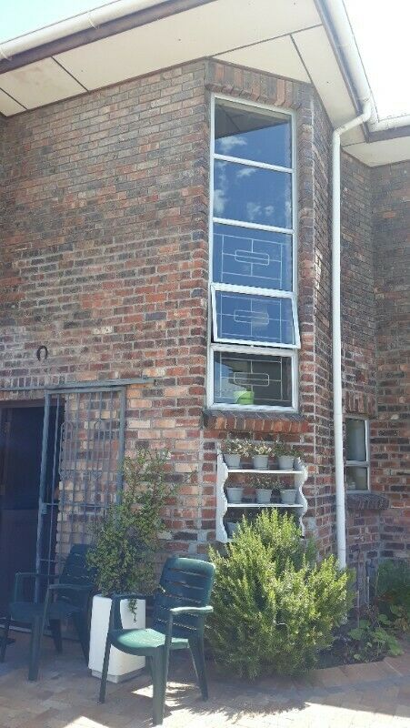 IMMACULATE HOUSE FOR SALE IN BLUE RIBBON LOCATION( RONDEBOSCH EAST NEAR ISLAMIA MOSQUE )