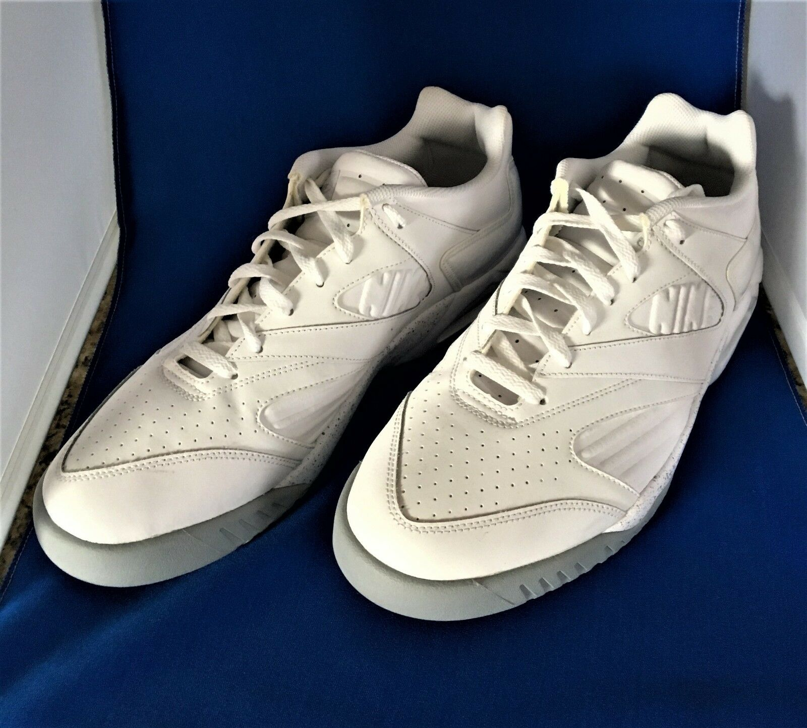 Nike Air Tech Challenge IV Low Men's Athletic Sneakers Rare size 12 1 2 new
