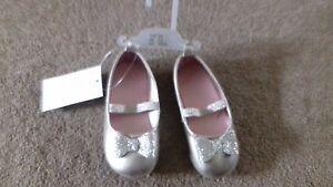 Nuevo-Zapatos de chicas-Efecto Brillo Del Oro-Talla 6.5 - euro 23-Caja de 3