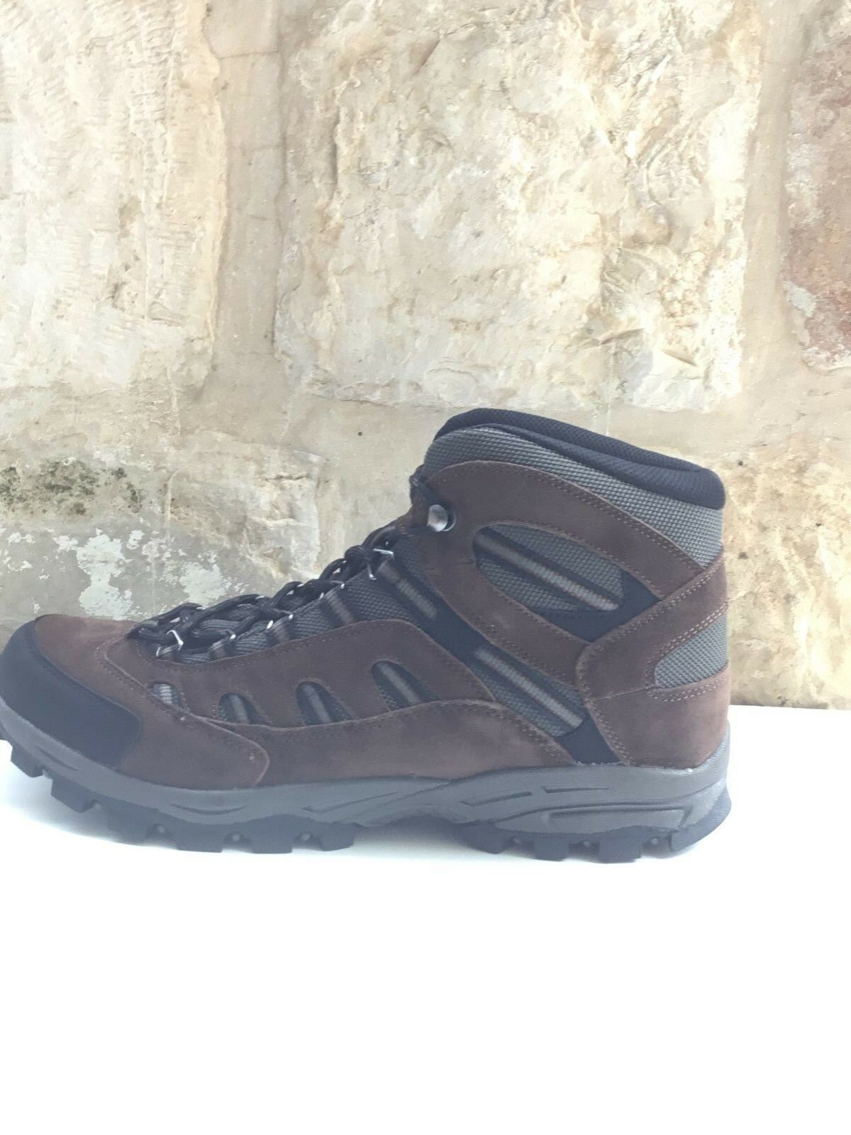 TRUE NORTH Uomo Uomo Uomo Hiking Stivali Brown/Nero Sz 13 / 47 NIB, more sizes available 9105aa