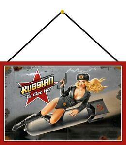 Russian-Ta-Get-Ya-Pin-Up-Girl-Schild-mit-Kordel-Tin-Sign-20-x-30-cm-CC0856-K
