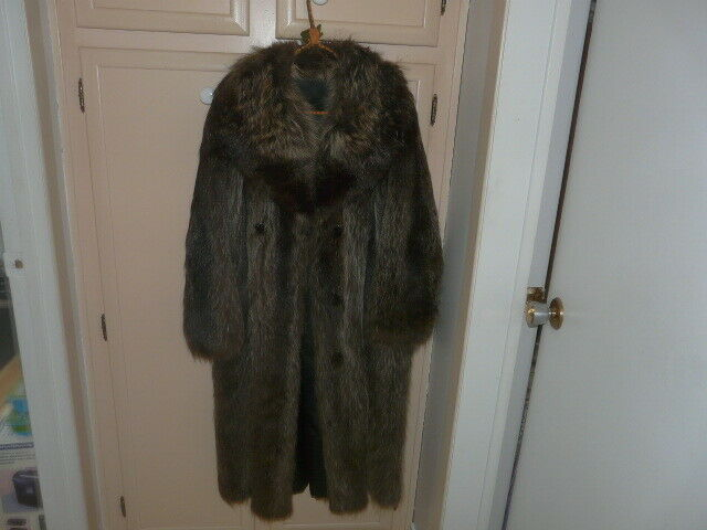 VINTAGE WOMEN'S RACCOON FUR COAT, LENGHT 44