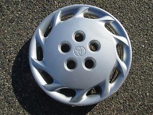 1998 toyota camry hub cap