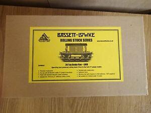 Bassett-Lowke-BL99043-0-Gauge-LNER-20-Ton-Brake-Van-with-Working-Rear-Lights-NEW