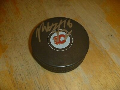 Pucks Sweet-Tempered Matt Stajan Calgary Flames Signed/auto Puck Coa Crease-Resistance