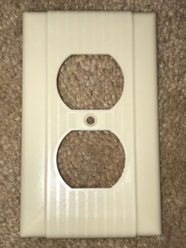 Vintage Mid Century Uniline Bakelite Single Gang Outlet Plate Cover w// Lines