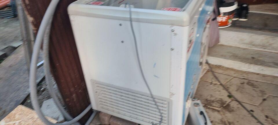 Andet køleskab, b: 100 d: 70 h: 80