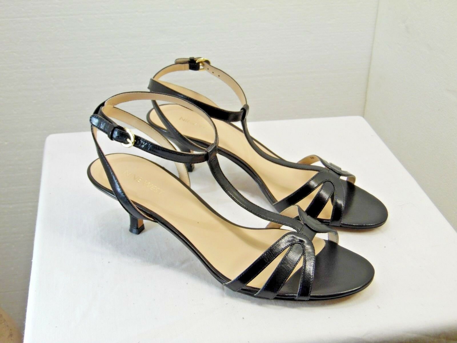 NINE WEST brand women low heels size great 9.5 leather black color great size condition YM1 1446f5