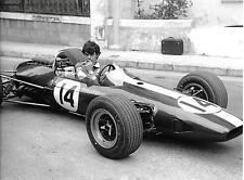 GRAHAM HILL LOTUS BRM 33 WITH UNKNOWN MECHANIC PHOTOGRAPH MONACO GRAND PRIX 1967