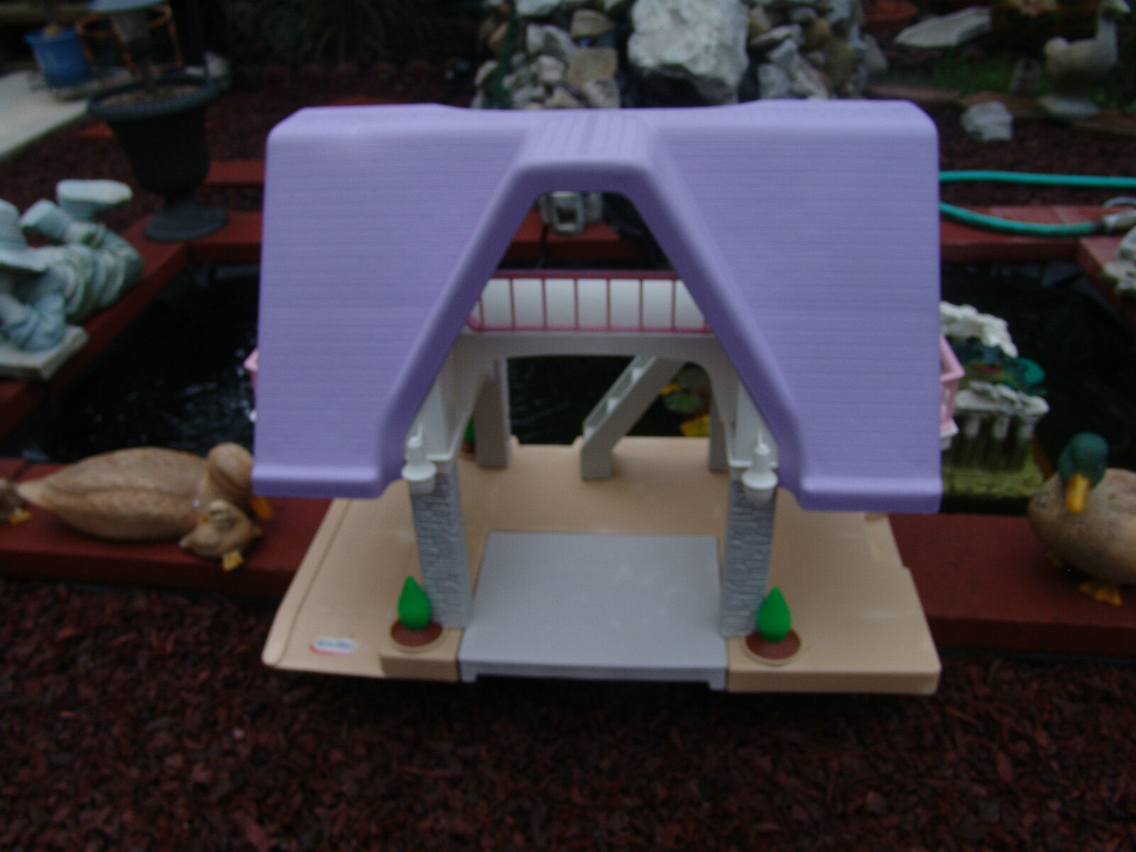 VINTAGE LAVENDER ROOF LITTLE TIKES TIKES TIKES DOLL HOUSE GOOD CONDITION W  35 PIECES ab0767