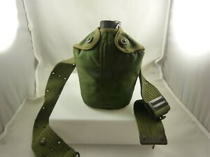 Military-style-insulated-canteen-green-used-good-condition-vintage-camping-hikin