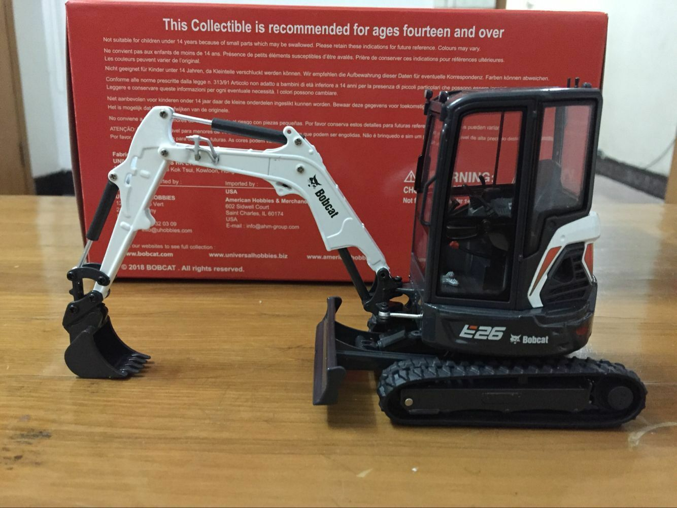 Rare Universal Hobbies Bobcat E26 With Cabin Compact Excavator 1 25 Scale UH8132