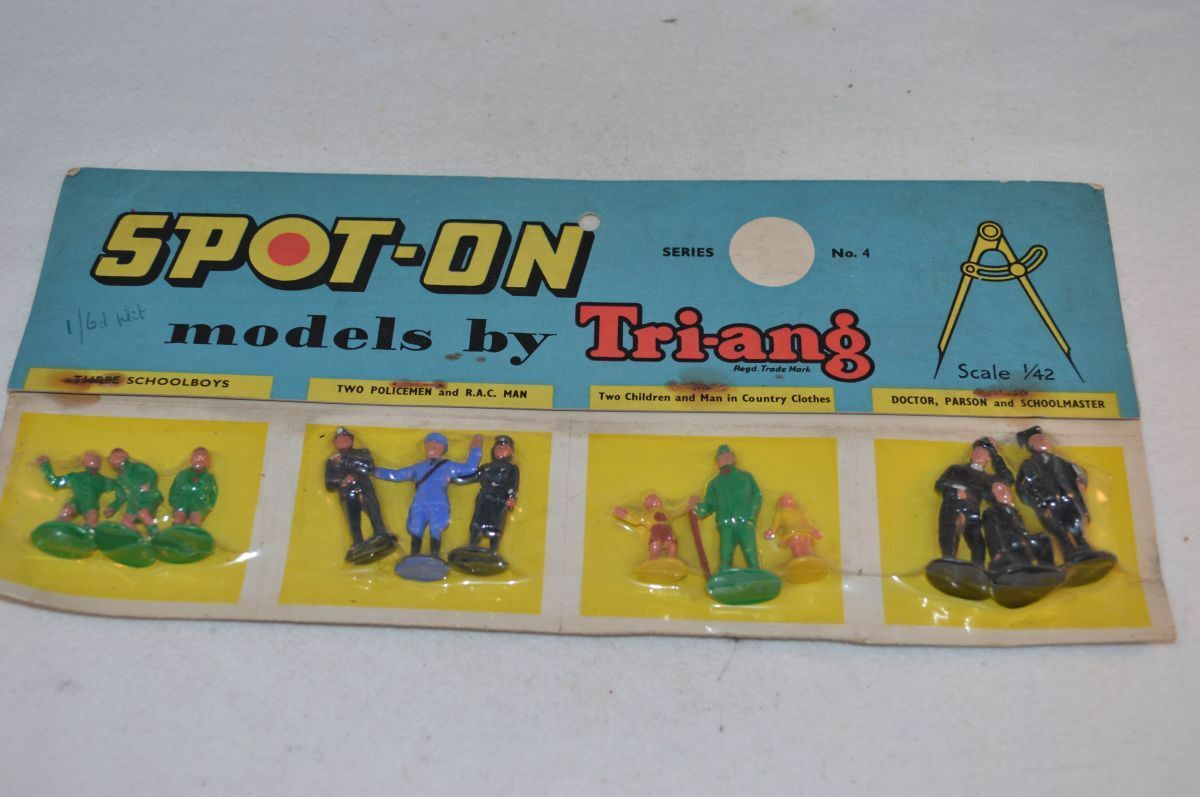 Spot-on Spoton Triang No 4 Figures on retailers card mint in box Superb
